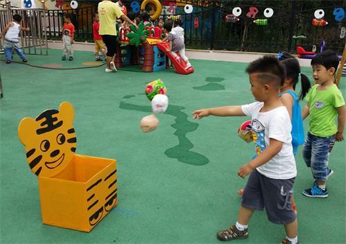 青岛红黄蓝春之都幼儿园---夏季户外活动