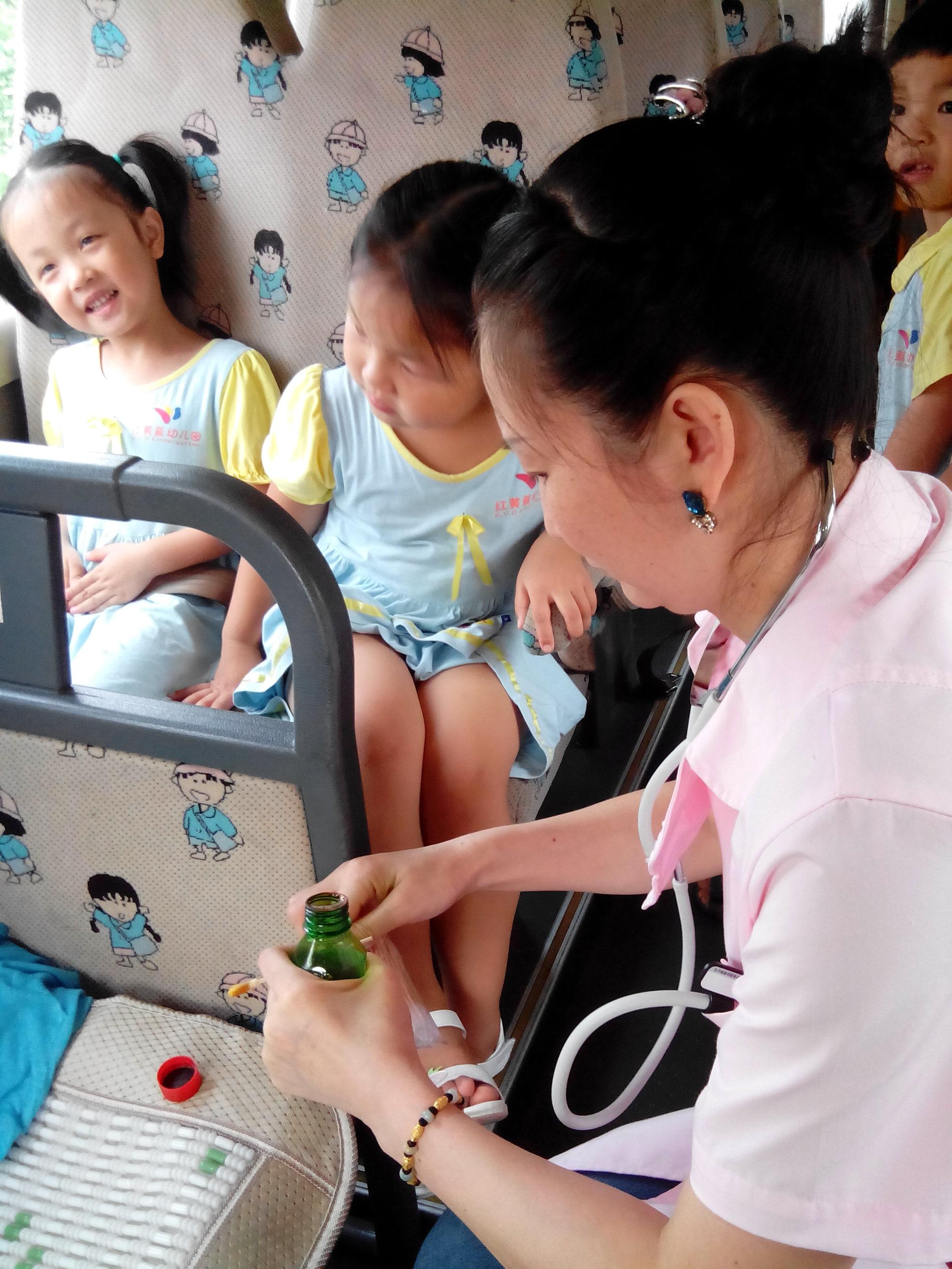 红黄蓝幼儿园交通安全事故应急演练回顾