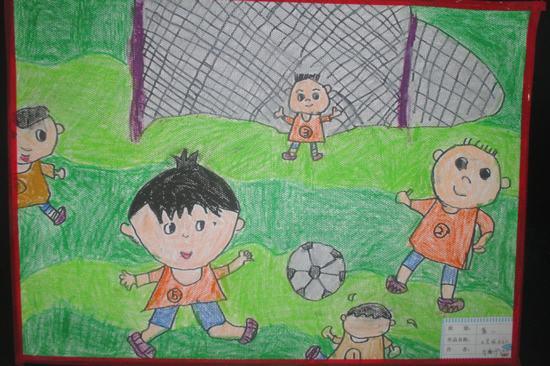 瑞升最喜欢踢足球了,看他画的多么形象啊!