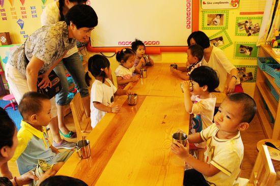 第一天上幼儿园之洗手喝水啦