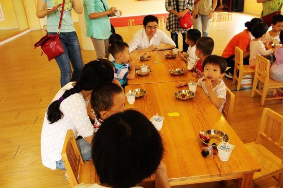 第一天上幼儿园之吃加餐