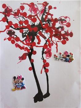 幼儿作品-树叶贴画b1