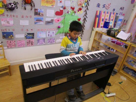 钢琴自弹自唱的谱子