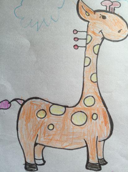 幼儿绘画长颈鹿身上的花纹