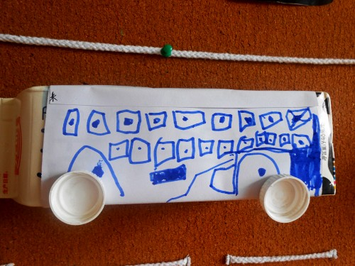 小车灯光使用图解 牛奶盒做房子 牛奶盒废物利用图解高清图片
