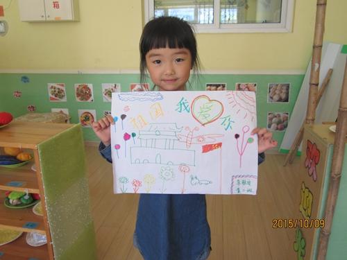 青岛红黄蓝警苑新居幼儿园——我用小手来绘画祖国的