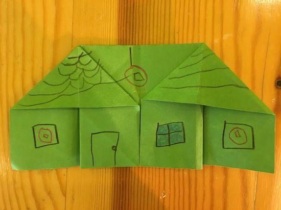 今天国际大班的小朋友带来的是美工区的折纸作品